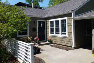 Small house with roof and siding installation in Schaumburg